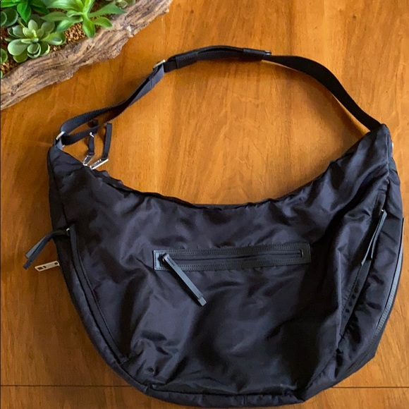 Lululemon gym/travel bag